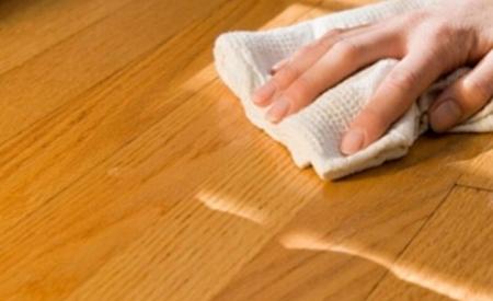 pulire oggetti e mobili laccati