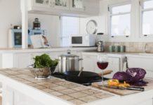 Come fare per sostituire una piastrella del piano di lavoro della cucina