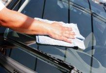 Come fare un detergente per pulire i vetri dell'auto