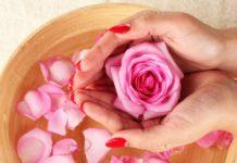 Come preparare un tonico all'acqua di rose