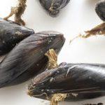 Come preparare gli scialatielli allo scoglio - togliere il bisso dalle cozze