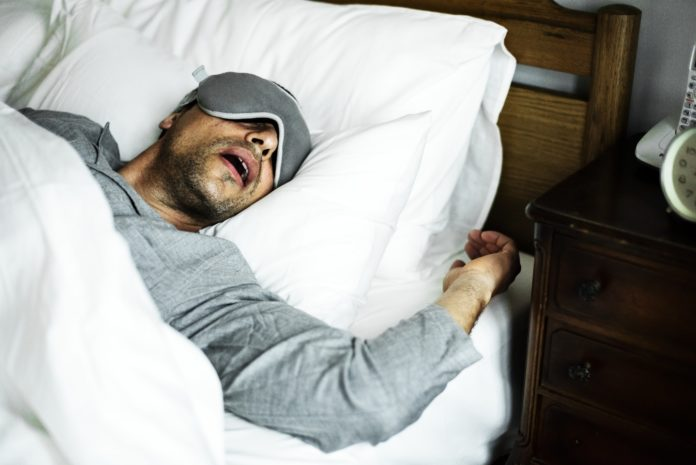 alcuni suggerimenti tra quelli che ti daremo qui sotto possono tornare utili per alleviare il disturbo o, nel migliore dei casi, per evitare di russare del tutto.