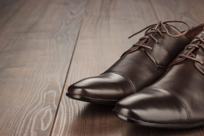 come ammorbidire le scarpe