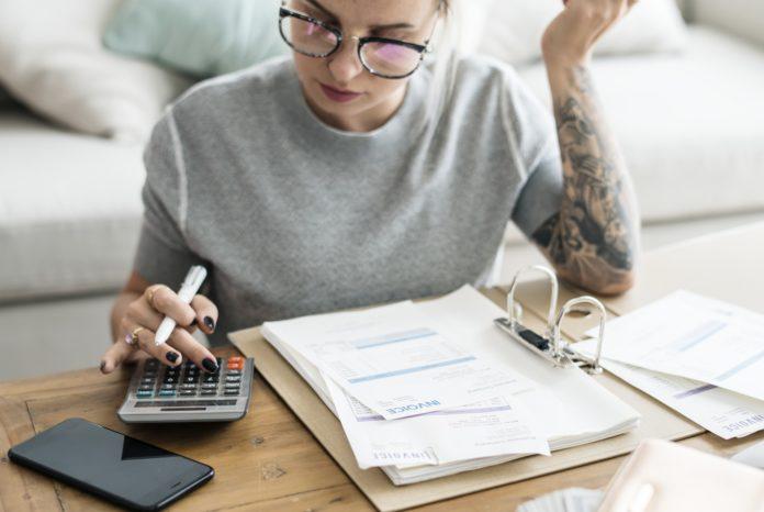 Come emettere una fattura senza partita IVA