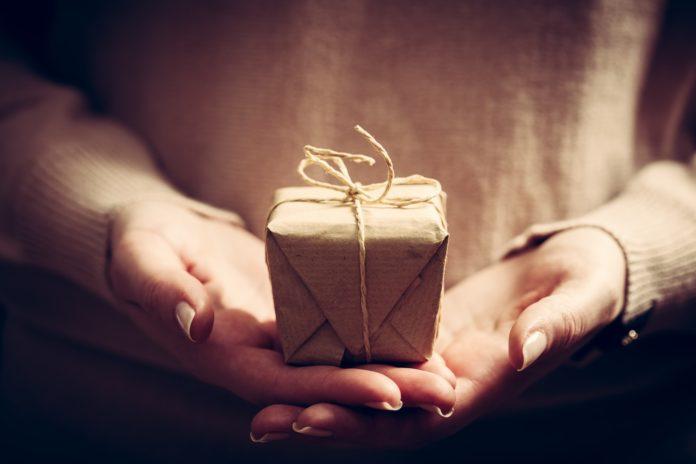 Come scegliere un regalo per chi non si conosce bene