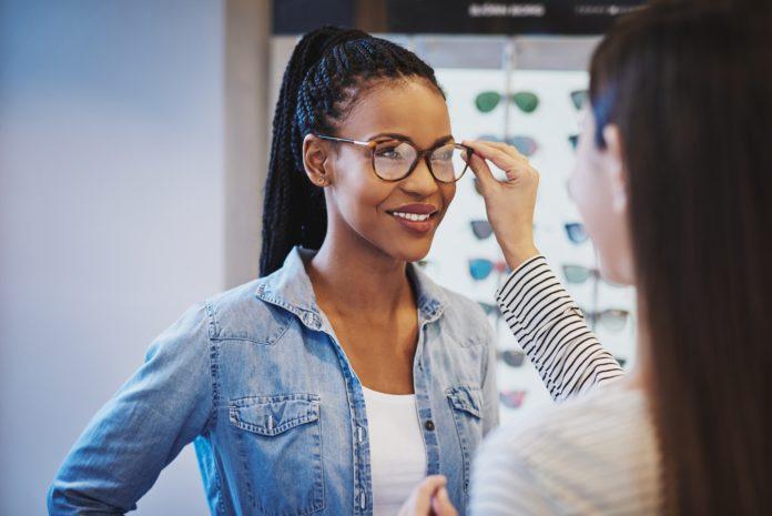 Come scegliere gli occhiali adatti al viso